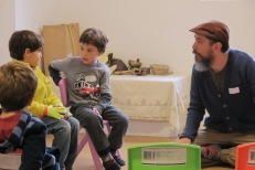 Los niños también se escuchan atentamente